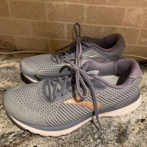 Brooks Adrenaline 20 size 8 shoes Nice!